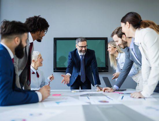 business-people-conference-in-modern-meeting-room-Y8LSMTC.jpg